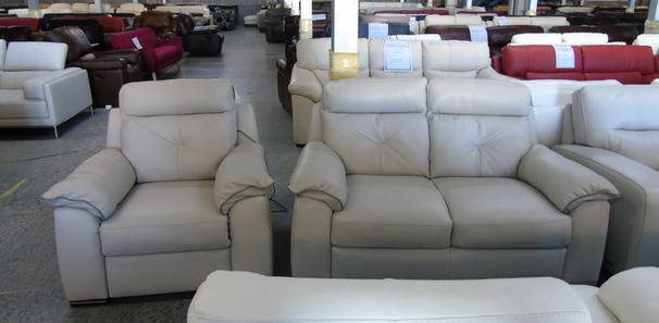 Siena  2 seater and 1 electrci recliner chair cream hide £999 (CLEARANCE OUTLET)