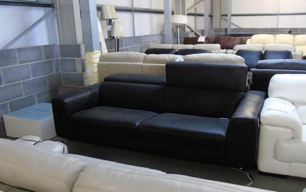 Matera 3 seater black £899 (CLEARANCE OUTLET)