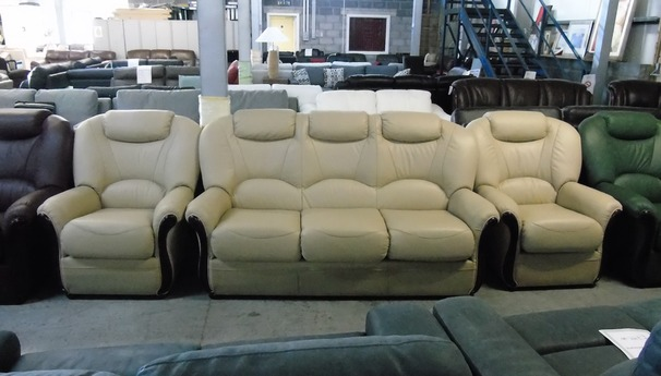 Garda 3 seater and 2 chairs cream £1499 (CLEARANCE WAREHOUSE)