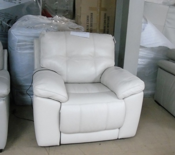 Modena electric recliner chair cream £499 (CLEARANCE OUTLET)