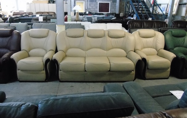 Garda 3 seater and 2  chairs cream £1499 (NEWPORT)